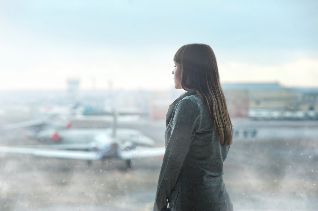 airplanes-airport-woman-standing
