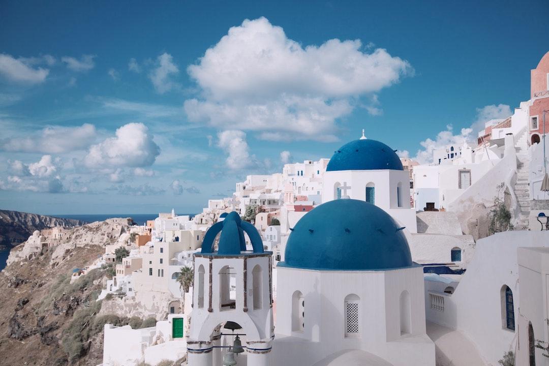 white-architecture-santorini