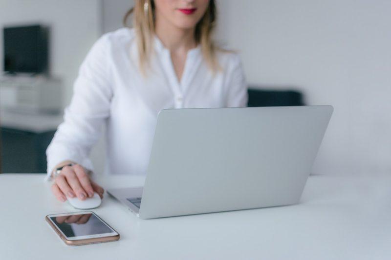 woman-using-silver-laptop_