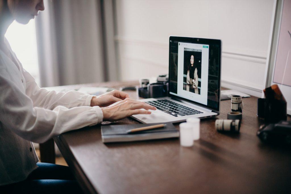woman-using-macbook-pro